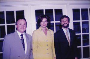 Marcelo e Adriana Sabino, com o ex-cônsul-geral do Brasil em Miami, Luiz Benedini, em 1996