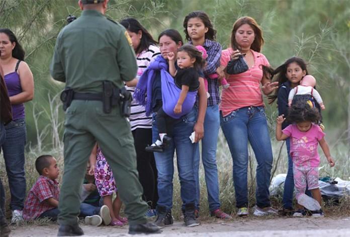 A política de separação de famílias na fronteira sul foi implementada em 2018 por Donald Trump (foto: reprodução)