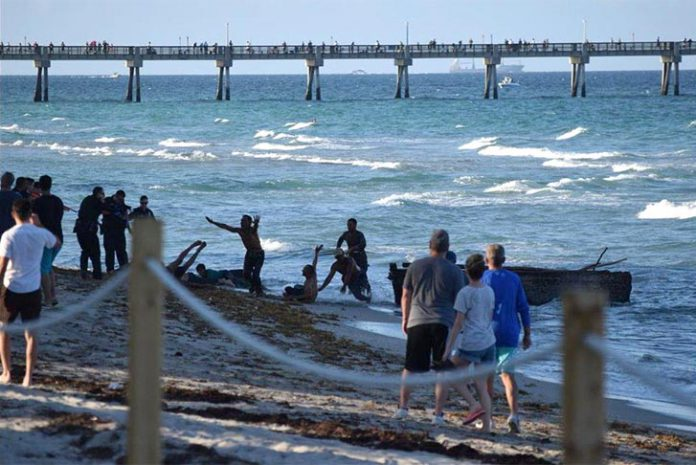 Cubanos chegam à praia de Hollywood