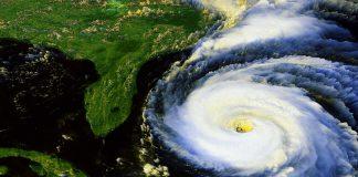 Furacão chegando à costa da Flórida