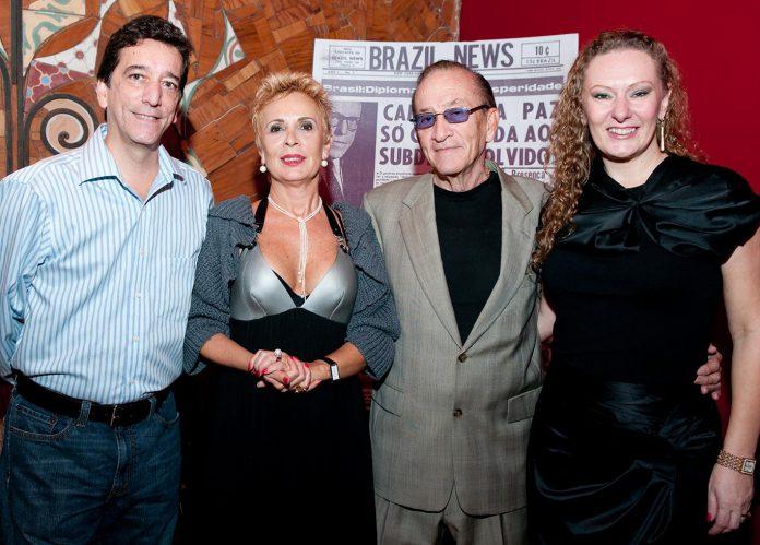 Al Sousa com a esposa Lucia Martinusso, o sobrinho Jorge Moreira Nunes e Esterliz Mayer Nunes durante comemoração dos 40 anos de fundação do Brazil News
