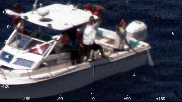 Eles estavam aguardando resgate no barco