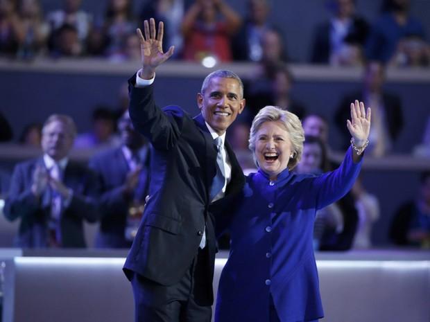 Hillary apareceu no fim do discurso de Obama para sauda-lo na convenção democrata