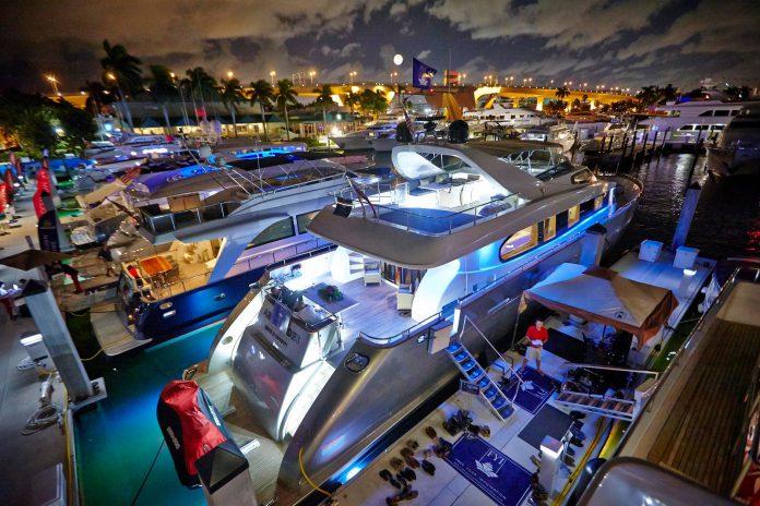 """Iates ancorados em marina localizada em Fort Lauderdale, cidade que tem o apelido de """"Veneza da América"""""""