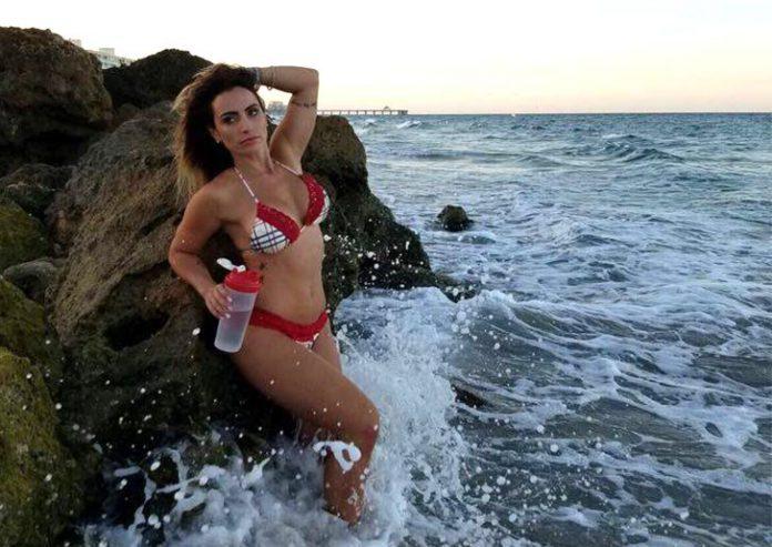 Modelo brasileira Katherine Breves em foto para o AcheiUSA
