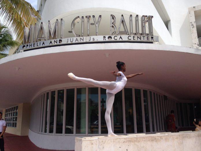 A bailarina Trislane Martins
