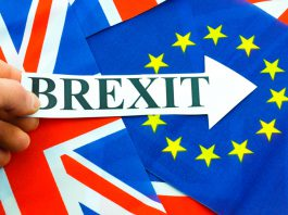 "A saída do Reino Unido da EU vem sendo chamada de ""Brexit"" (termo que une as palavras ""Britain"" e ""exit"")"