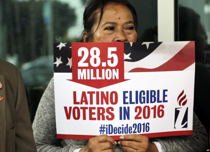 Segundo o governo federal, mais de 800 mil pessoas na Flórida são imigrantes que se qualificam para a cidadania