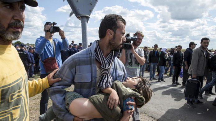 Refugiados sírios que fogem da guerra