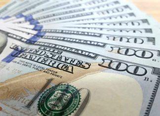Dólar está operando em alta