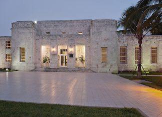 Fachada do Bass Museum, na Collins Avenue, no coração de Miami Beach