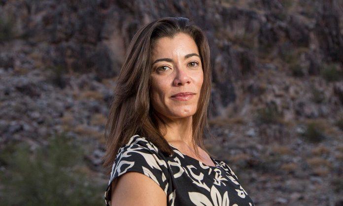 A jornalista Fernanda Santos lança o livro The Fire Line