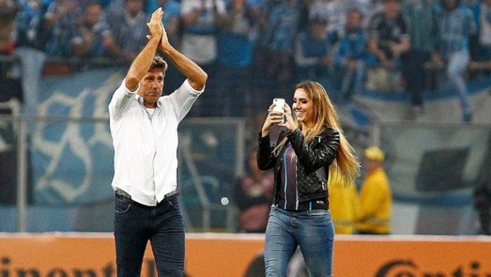 Filha de Renato Gaúcho entrou no campo quando o Grêmio foi classificado
