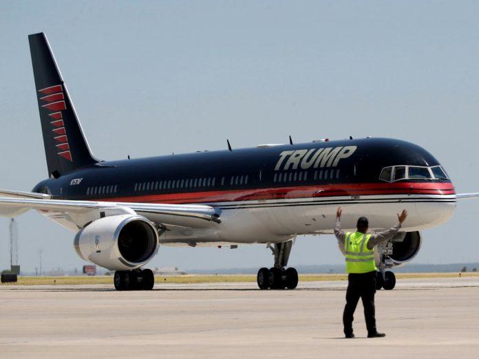 Avião de Trump chega a Washington