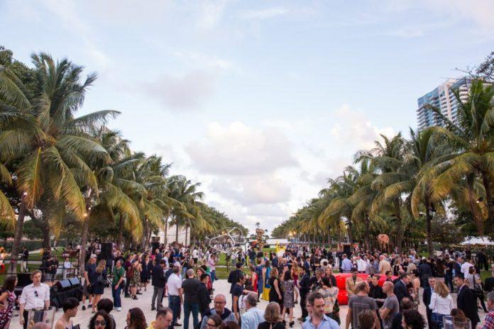 Art Basel reúne 75 mil pessoas em Miami Beach