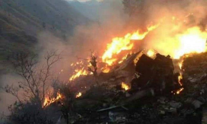 Avião caiu em região montanhosa e pegou fogo