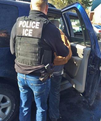 Operação do ICE prendeu imigrantes com antecedentes criminais