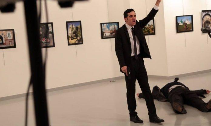 Atirador matou o embaixador da Rússia na Turquia FOTO Burhan Ozbilici / AP