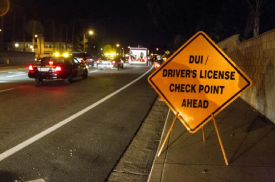 O motorista que levar uma DUI passa ao menos uma noite na cadeia