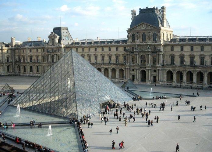 Incidente ocorreu próximo ao famoso Museu do Louvre