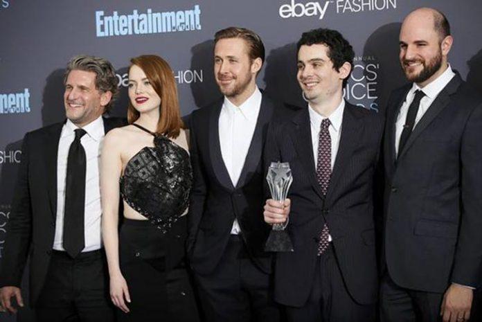 Elenco do premiado La La Land comemora prêmio