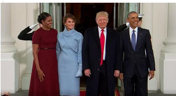 Trump, Melania, Obama e Michelle posam em frente à Casa Branca