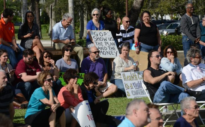 Manifestantes pró-Obamacare se reuniram em Sunrise para protestar
