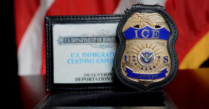 ICE deportou brasileira e ela foi presa no Brasil