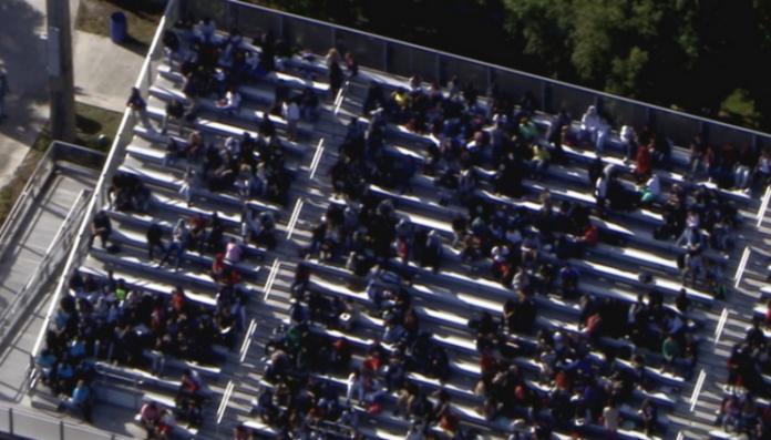 Alunos foram encaminhados para o estádio da escola