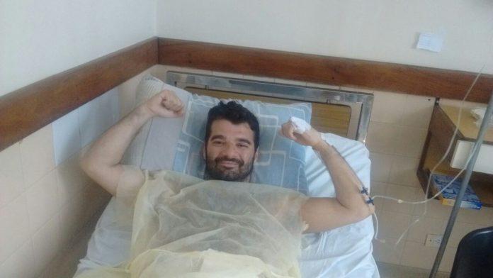Bruno Amorim no leito do hospital após passar por cirurgia