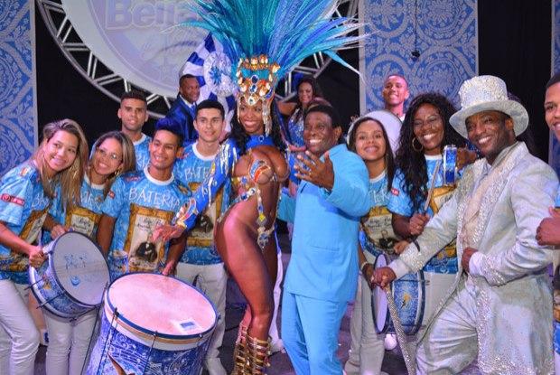 Escola de Samba Beija-Flor vai animar o jogo do Heat