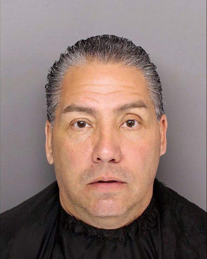 Michael Anthony Ruiz, de 53 anos, se passava por agente do ICE