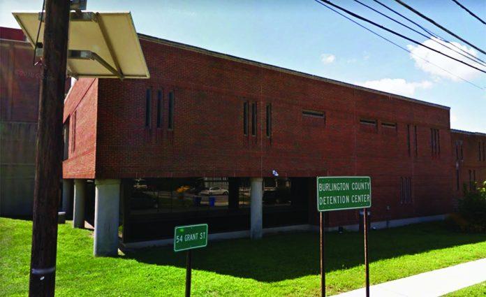O brasileiro estava detido no Burlington County Detention Center