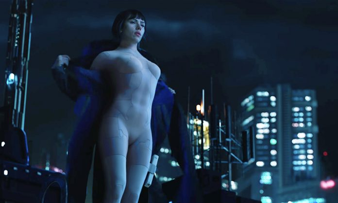 "Scarlett Johansson em cena de ""Ghost in the shell"""