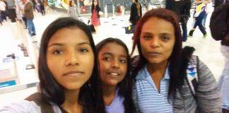 Alexsandra com as filhas Larissa e Laiza