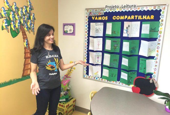 A professora Adriane Silva é coordenadora do programa de português da Downtown Doral Charter Elementary School