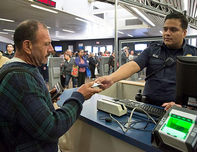 Quarenta mil brasileiros ficaram além do tempo permitido nos EUA