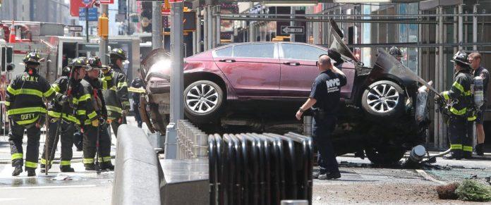 Carro avançou sobre a multidão na Times Square