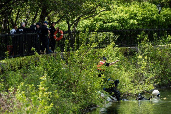 Polícia resgatou corpos de dentro de dois lagos no famoso parque
