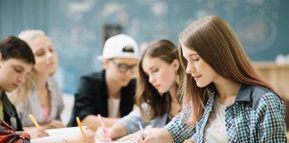 Pais podem enviar seus filhos para um ano em uma High School pública americana e economizar cerca de 40% do valor do investimento na educação dos filhos (Foto: Freepik)