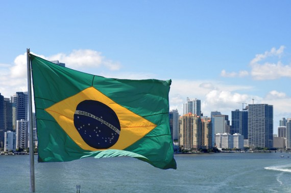 Brasileiros estão no topo da lista de compradores de imóveis na Magic City