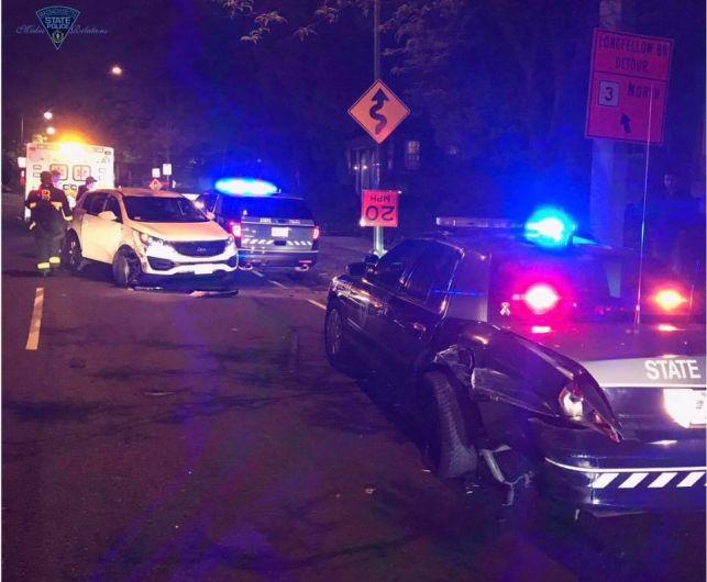 O automóvel do brasileiro atingiu duas viaturas policiais