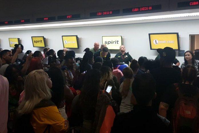 Onze voos foram cancelados e levaram caos ao aeroporto de Fort Lauderdale