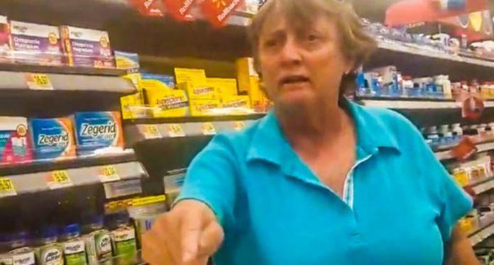 Racista no Walmart ofende latina e é banida da rede de supermercados