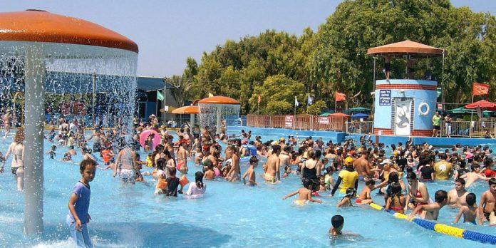 Redobre o cuidado em piscinas públicas