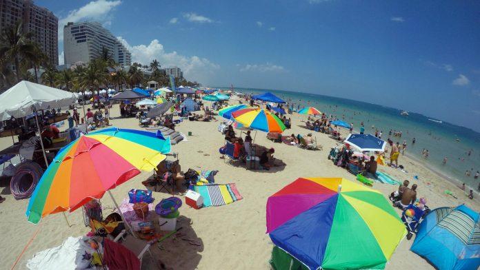 Fim de semana prolongado deu praia todos os dias FOTO: Barbara Corbelini Duarte Sunsentinel
