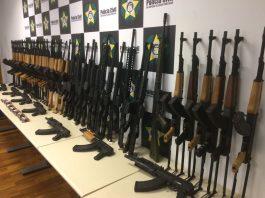 Fuzis apreendidos pela Polícia Civil do RJ