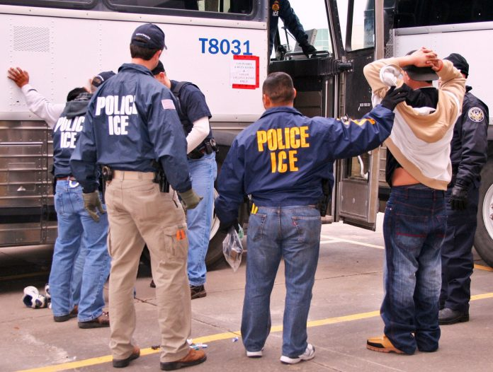 Agentes do ICE