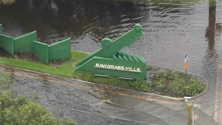 Sawgrass Mill está fechado por causa das inundações
