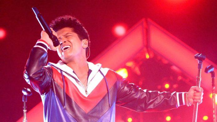 Bruno Mars fez show no domingo 13 no Michigan